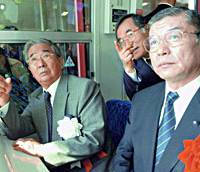 Tokyo Gov. Shintaro Ishihara (left) gestures while riding the Yurikamome Line after attending a ceremony marking the opening of the Ariake-Toyosu section on Saturday.