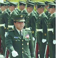 Gen. Hajime Massaki, the newly appointed chief of staff of the Self-Defense Forces Joint Staff Office, views an honor guard Monday at the Defense Agency in Tokyo.