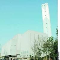 Maintenance work for this Fukuoka waste plant was consigned to JFE Engineering Corp., a machinery maker now barred from public tenders in many municipalities for alleged bid-rigging.