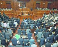 A majority of Lower House members stand Thursday to endorse a medical reform bill during a plenary session of the chamber.