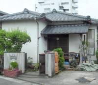 A Miyazaki man allegedly confined a 19-year-old woman in this house for 29 days despite the presence of the man's parents.   KYODO PHOTO