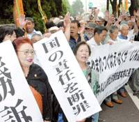 Plaintiffs and their supporters rejoice Friday outside the Tokyo District Court after winning compensation for pneumoconiosis, a disease many workers caught while working on state tunnel projects.   KYODO PHOTO