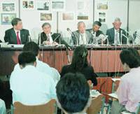 Japanese emigrants to the Dominican Republic who sued the Japanese government speak at a news conference after the Tokyo District Court rejected their claims for compensation on June 7.   KYODO PHOTO