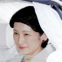 Princess Kiko is driven to the Imperial Household Hospital on July 12 for a regular checkup. | KYODO PHOTO