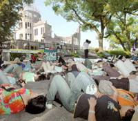 Demonstrators stage a 'die-in' at Peace Memorial Park in Hiroshima at 8:15 a.m. Sunday, the exact time the atomic bomb was dropped on the city 61 years ago.   KYODO PHOTO