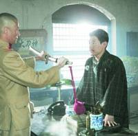 Koji Yano (right), appears in a Chinese drama together with a Chinese actor, who is playing a Japanese officer.   KYODO PHOTO