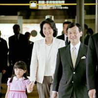 Crown Prince Naruhito, Crown Princess Masako and their daughter, Princess Aiko, leave for the Netherlands from Narita airport Thursday. | KYODO PHOTO