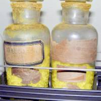 Two bottles of uranium were found this month in a Niigata high school storeroom after being there for some 60 years.   KYODO PHOTO