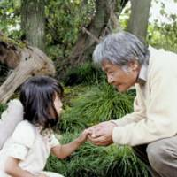 Hana Sugiura and Ken Ogata appear in a scene in 'Nagai Sanpo' ('A Long Walk'), which was awarded the Grand Prix at the recent Montreal World Film Festival. | (c) 20006 ZERO PICTURES Co./DAIKI/ASAHI BROADCASTING CORP./KYODO