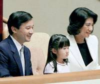 Princess Aiko sits between her parents, Crown Prince Naruhito and Crown Princess Masako, in the VIP booth of Tokyo's Ryogoku Kokugikan on the opening day of the Autumn Grand Sumo Tournament. It was the first time for Princess Aiko, an avid sumo fan, to see the sport live. | POOL PHOTO