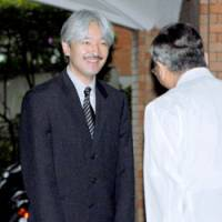 Prince Akishino arrives at Aiiku Hospital in Minato Ward, Tokyo, on Tuesday to attend a naming ceremony for his son.   POOL PHOTO