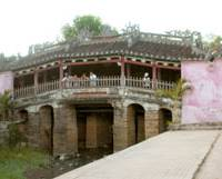 A team of Japanese and Vietnamese researchers has found remains of the original Japanese Bridge, a repaired version of which still graces Hoi An's old city in central Vietnam.   KYODO PHOTO