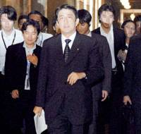 Chief Cabinet Secretary Shinzo Abe is trailed by reporters Thursday in the Diet building.   KYODO PHOTO