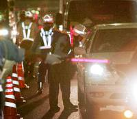 Police conduct sobriety checks on drivers in Chuo Ward, Tokyo, on Sept. 15 as part of a weeklong crackdown on drunken driving. | KYODO PHOTO