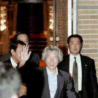 Koizumi moves out, signs off