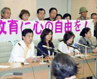 Tokyo teachers face the media with their lawyers Friday after filing a request for the Tokyo Metropolitan Government to retract disciplinary actions them, based on a court decision that confirms are not obliged to sing the national anthem while facing the national flag.   KYODO PHOTO