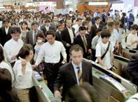 Commuters pack Yurakucho subway station in Chiyoda Ward, Tokyo Friday morning as they scrambled for alternative routes following the short-circuiting of the JR Keiyo Line's signal systems Thursday. Normal service on the line resumed at 11 a.m. Friday. | KYODO PHOTO