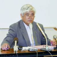 Principal Kenji Nagata issues an apology Saturday for failing to crack down on bullying at his elementary school in Yahata-Higashi Ward, Kitakyushu. The next day he was found dead in an apparent suicide. | KYODO PHOTOS