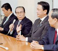Mitsuo Horiuchi (second from left) faces reporters Tuesday in Tokyo along with fellow lawmakers who were kicked out of the Liberal Democratic Party last year.   KYODO PHOTO