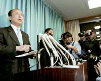 Genichiro Sata announces his resignation as administrative reform minister during a news conference Wednesday at the Cabinet Office. | KYODO PHOTO