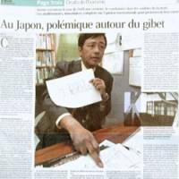 French newspaper Le Monde ran a special report Jan. 16 on Japan's death penalty after four inmates were executed Dec. 25. A photo of Social Democratic Party Diet member Nobuto Hosaka, a death penalty foe, shows him discussing his visit to a death chamber. | KYODO PHOTO
