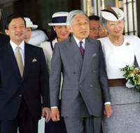 Emperor Akihito and Empress Michiko prepare to depart Haneda airport in Tokyo on Monday to begin a 10-day trip to Sweden, Britain and the three Baltic countries. Other members of the Imperial family saw them off. | AP PHOTO