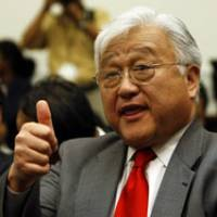 U.S. Rep. Michael Honda thanks his colleagues after the House of Representatives Foreign Affairs Committee passed a resolution in Washington late Tuesday demanding Japan apologize to wartime sex slaves. | AP PHOTO