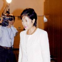 Yuriko Koike visits the Prime Minister's Official Residence on Wednesday morning before officially becoming defense minister. | KYODO PHOTO