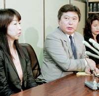 Parents (from left) Nahoko Kakiuchi, Tadaari Katayama and Tomomi Kataoka, all of whom lost children to traffic accidents in 2005, face reporters Thursday at the Tokyo District Court after it handed a fired elementary school teacher a suspended prison term for posting on his Web site photos of their kids without their consent.   KYODO PHOTO