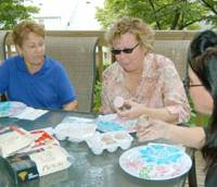 An American family eats 'mochi ice cream' at their home in New Jersey. | KYODO PHOTO