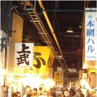 The tsukiji market is Japan's largest and best known wholesale auction house for seafood. | JUN HONGO PHOTO