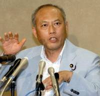Health Minister Yoichi Masuzoe, tasked with resolving the pension record-keeping debacle, gestures during a news conference at his ministry Tuesday. | YOSHIAKI MIURA PHOTO