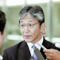 Deputy Foreign Minister Mitoji Yabunaka fields questions Sunday before leaving Narita airport for Myanmar. | KYODO PHOTO