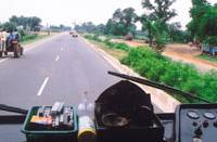 The National Highway in India that runs 260 km between Delhi and Jaipur ? built with official development assistance loans from Japan Bank for International Cooperation, the World Bank and the Asian Development Bank ? has cut travel time between the two cities by 25 percent. | SETSUKO KAMIYA PHOTO
