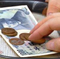 Consumers may have to pay a higher consumption tax in the future. | YOSHIAKI MIURA PHOTO