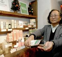 Decriminalization activist and president of New Age Trading Co. Koichi Maeda shows off some edible hemp seeds at his Hemp Restaurant Asa in the Shimokitazawa area in Tokyo last month. | YOSHIAKI MIURA PHOTO