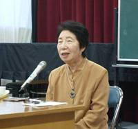 Hideko Yoshimura, a survivor of the Himeyuri Student Nurse Corps in the 1945 Battle of Okinawa, gives a speech in Tokyo earlier this year about her experiences. | SETSUKO KAMIYA PHOTO