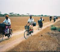Health-care volunteers in Zambia make the rounds of villages on bicycles sent from Japan under a joint project of the Japanese Organization for International Cooperation in Family Planning and 13 local governments. | JOICFP PHOTO / KYODO