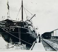 The Kasato Maru steamer, which carried the first group of about 790 Japanese emigrants, docks at Santos port in Brazil in June 1908. | PHOTO COURTESY OF JICA YOKOHAMA JAPANESE OVERSEAS MIGRATION MUSEUM