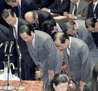 Prime Minister Yasuo Fukuda, with Finance Minister Fukushiro Nukaga next to him, bows in gratitude after the Lower House Budget Committee passed a supplementary budget.   KYODO PHOTO
