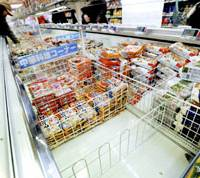 Packages of frozen 'gyoza' dumplings imported from China by JT Foods are removed from a shelf at a supermarket in the city of Osaka after cases of food poisoning were attributed to the product. | KYODO PHOTO