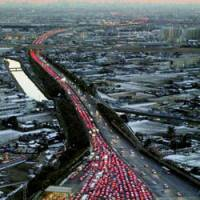 Vehicles flood a tollgate on the Joban Expressway in Saitama Prefecture in 2005. Japan faces a tough road meeting its emissions target under the Kyoto Protocol.   KYODO FILE PHOTO