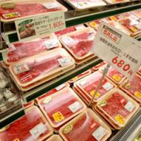 Japanese and Australian meat line the shelves at a Daimaru Peacock store in Minato Ward, Tokyo. | YOSHIAKI MIURA PHOTO