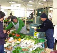 The public market in Kamakura, Kanagawa Prefecture, abounds in January in fresh, locally grown produce. | ERIC L. DUE PHOTO