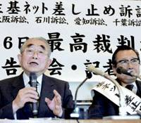 Hiroshi Yamamoto, the lead lawyer for plaintiffs suing the government over the Juki Net national resident registry network, faces reporters Thursday in Tokyo after the Supreme Court ruled that the identification system is not unconstitutional. | KYODO PHOTO