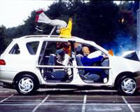 Hitting a wall at 50 kph, crash test dummies illustrate the dangers of riding without a seat belt in the back seat.   JAPAN AUTOMOBILE FEDERATION PHOTO