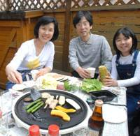 Happy family: May Uehara from Hong Kong enjoys a barbecue with her husband, Fujio, and daughter, Eri, at their home in Hatogaya, Saitama Prefecture, recently. | YOSHIAKI MIURA PHOTO