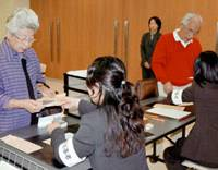 Absentees: Japanese voters living in Australia turn out at the Japanese Consulate in Sydney on Aug. 31, 2005, to vote in a Lower House election held the following Sept. 11. | KYODO PHOTO