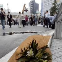 A bouquet of flowers is laid out in memory of the rampage's victims. | KYODO PHOTO