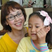 Japanese-Filipino children begin new lives in fathers' homeland